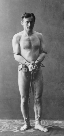 Houdini_in_chains_restored