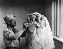 Mount-Rushmore-Gutzon-Borglum-carving-1