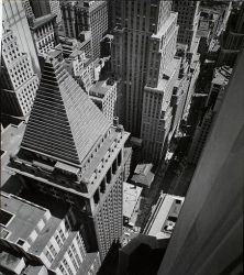 453px-Wall_Street_from_roof_of_Irving_Trust_Co_Building_in_Manhattan_in_1938